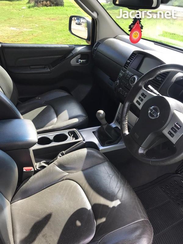 Nissan Navara 2,5L 2012-4
