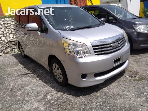 Toyota Noah 2,0L 2013-3