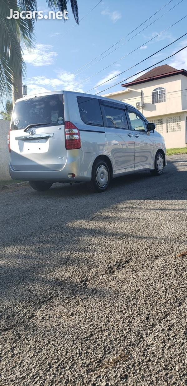 Toyota Noah 1,8L 2012-7