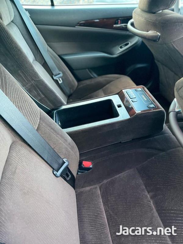 Toyota Crown 3,5L 2015-8