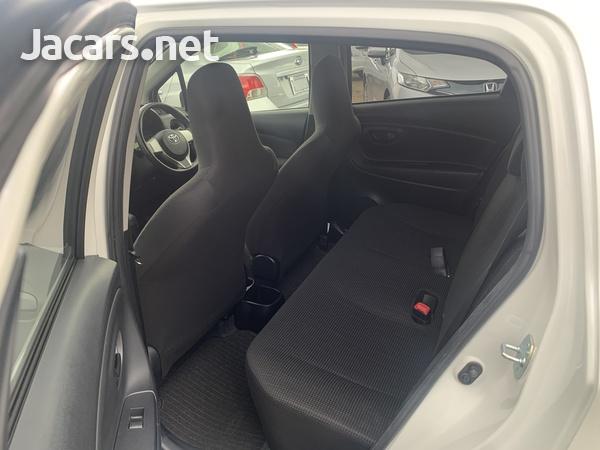 Toyota Vitz 1,0L 2016-7