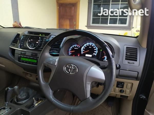 Toyota Fortuner 2,7L 2013-3
