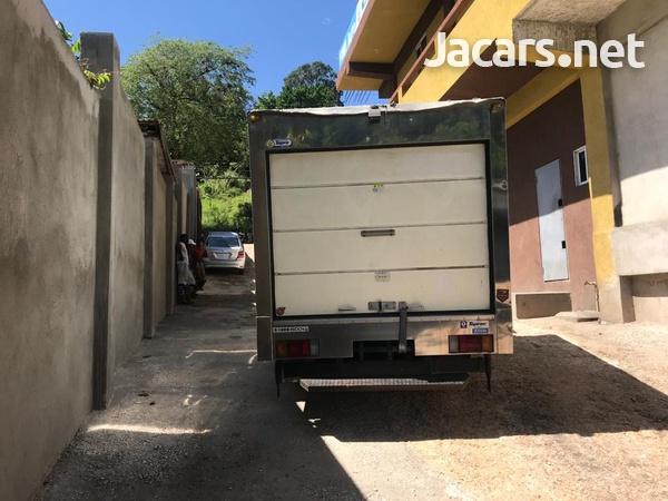 2012 Isuzuz Box Truck-5