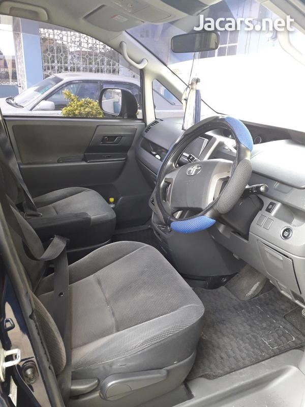 Toyota Voxy 1,9L 2007-5