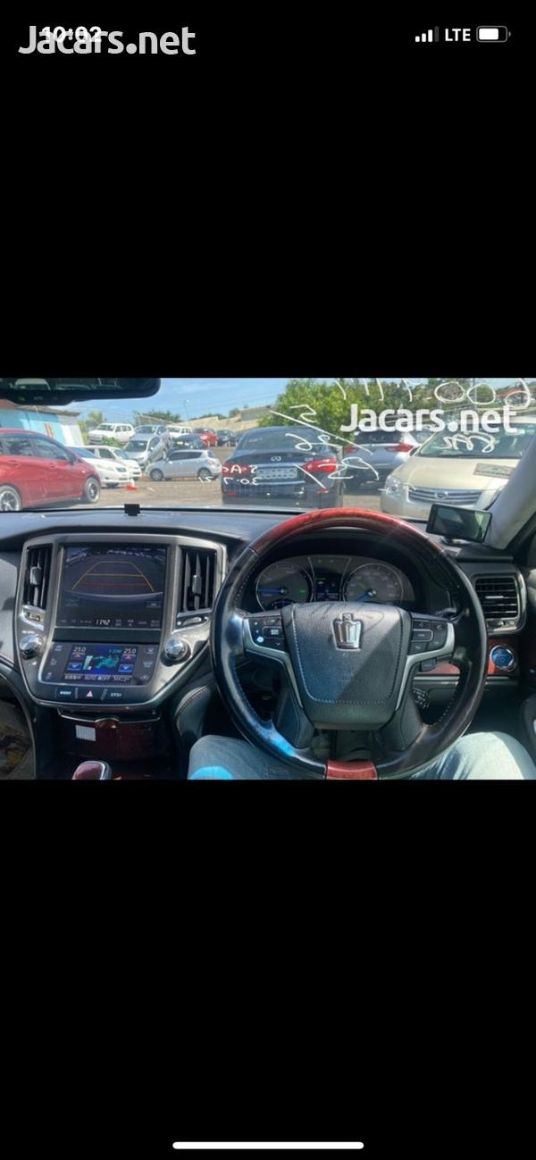 Toyota Crown 2,5L 2015-4