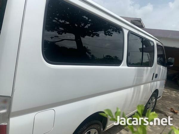 Nissan Caravan 2,0L 2011-5