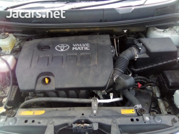Toyota Isis 2,0L 2013-2