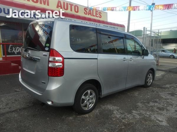 Toyota Noah 2,0L 2014-9