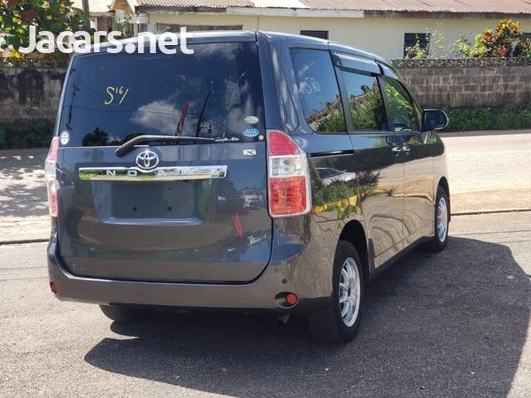 Toyota Noah 2,0L 2010-5