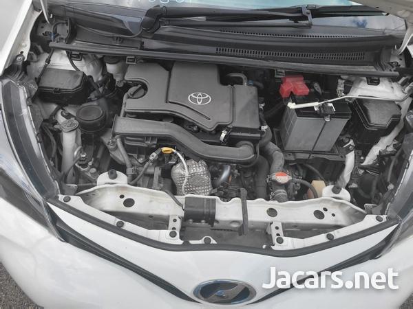 Toyota Vitz 1,3L 2015-8