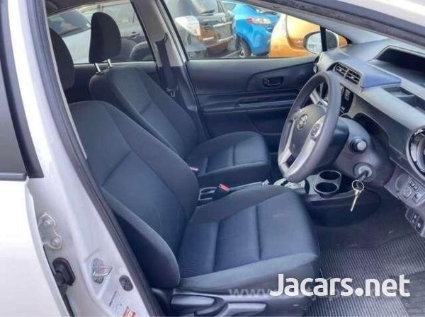 Toyota Aqua 1,5L 2016-4