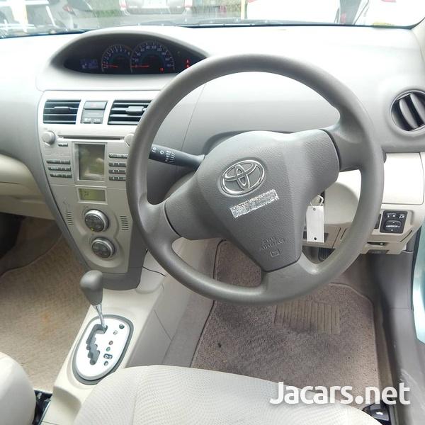Toyota Belta 1,3L 2012-3