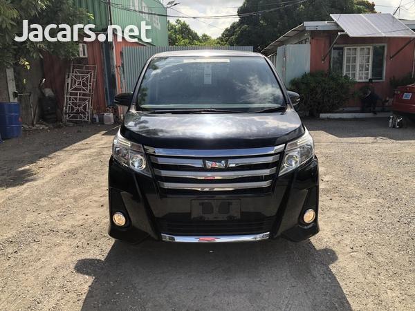 Toyota Noah 2,0L 2014-3