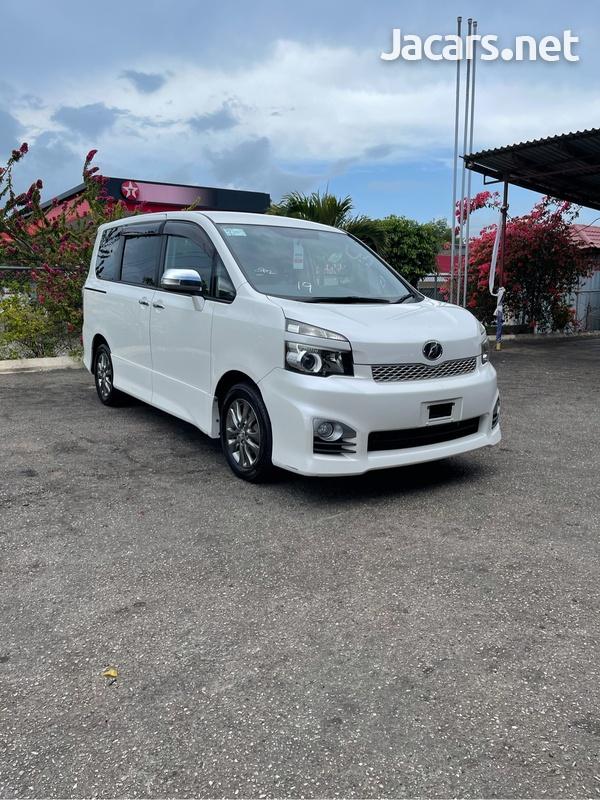 Toyota Voxy 2,0L 2012-2
