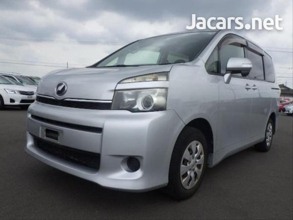 Toyota Voxy 2,0L 2012-4