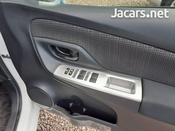 Toyota Vitz 1,3L 2015-9