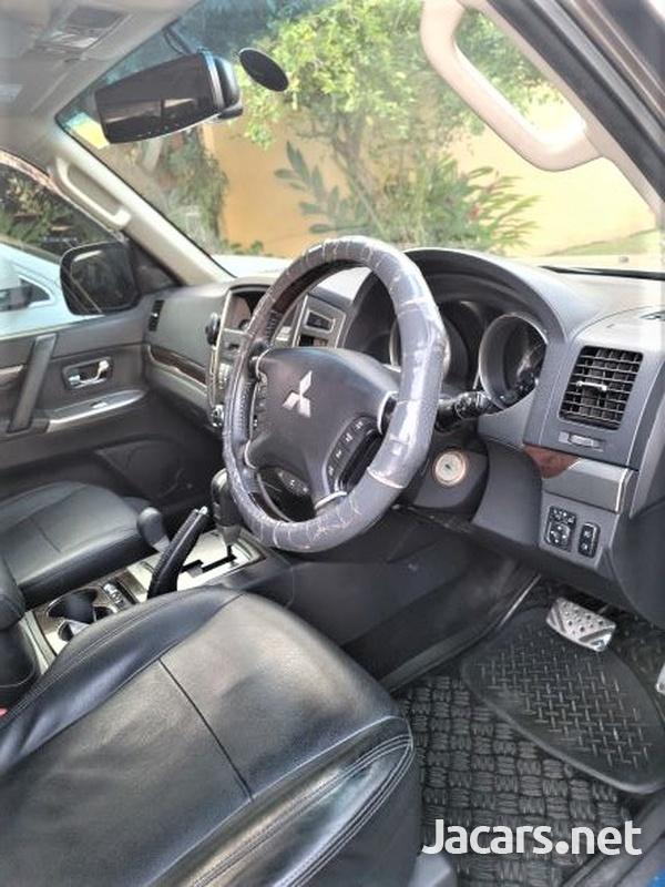 Mitsubishi Pajero 3,0L 2015-7