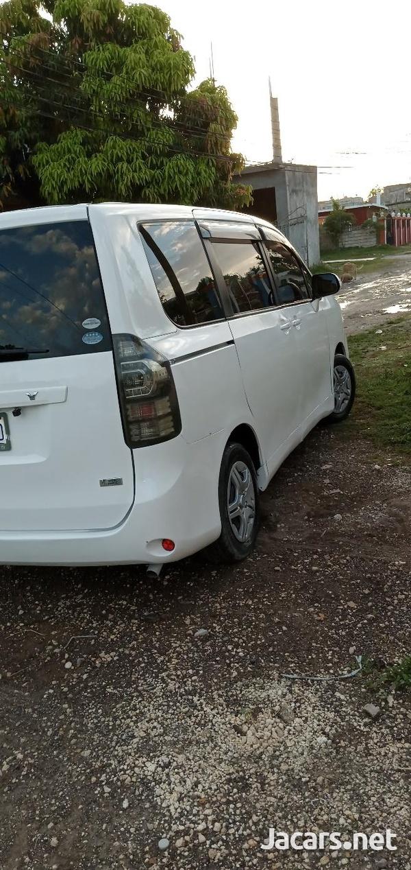 Toyota Voxy 1,5L 2011-5
