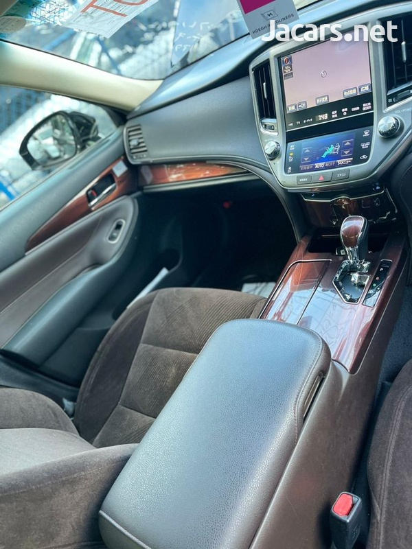 Toyota Crown 3,5L 2015-11