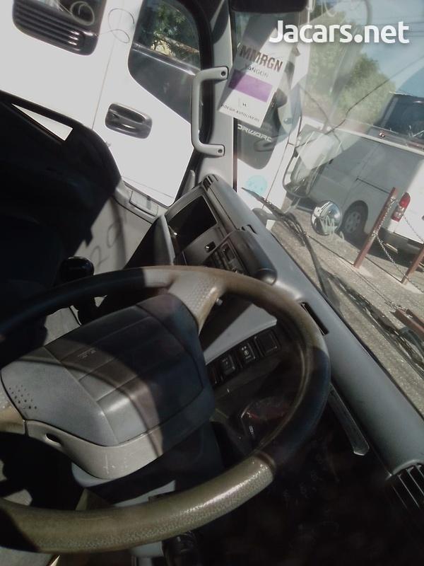 Mitsubishi Fuso Truck 2010-5