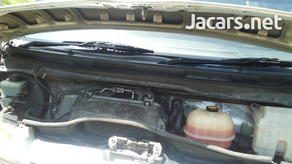 2006 Toyota Hiace-8