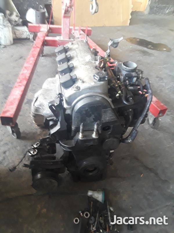 Honda D17 Engine strip-2