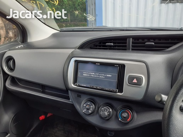 Toyota Vitz 1,3L 2015-10