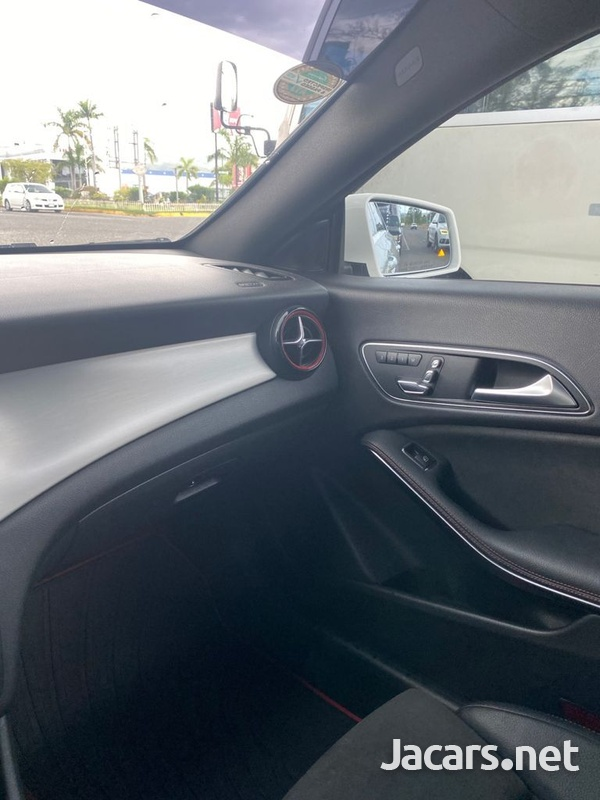 Mercedes-Benz CLA-Class 2,0L 2018-6