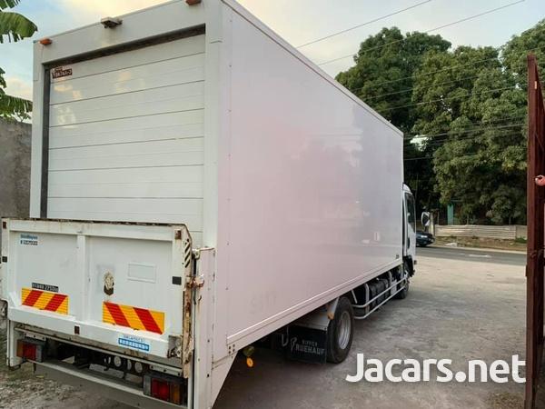 Isuzu Box Body Truck 4,0L 2012-4