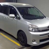 Toyota Voxy 1,7L 2011