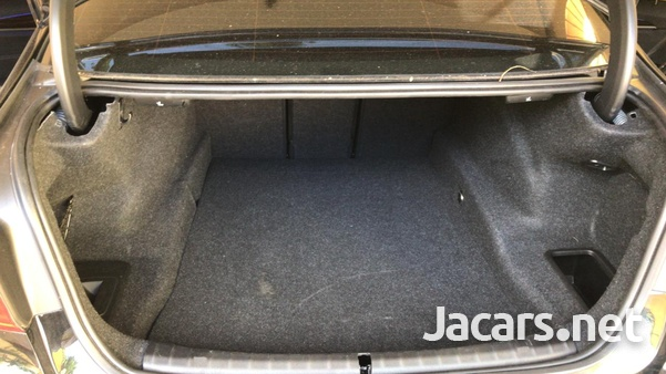BMW 5-Series 3,0L 2019-12