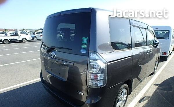 Toyota Voxy 1,8L 2012-2