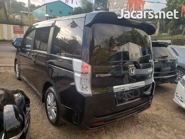 Honda Step wagon 2,0L 2011-4