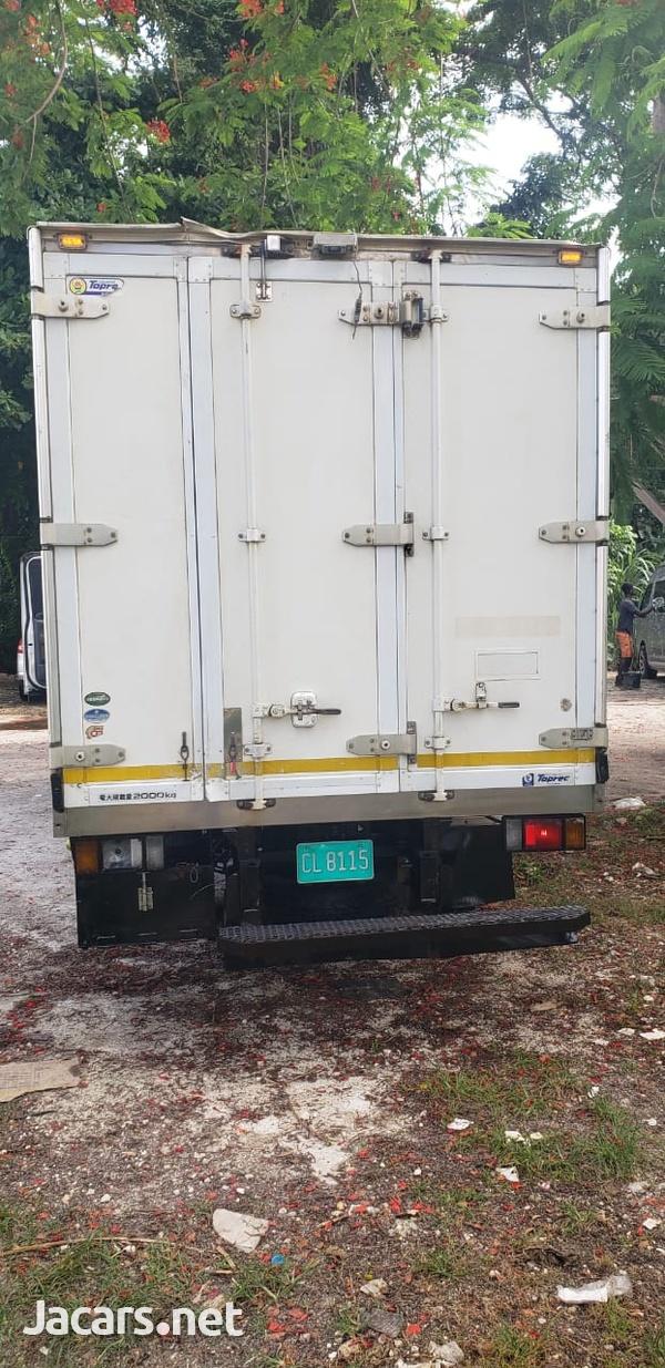 Isuzu Box Body Truck 5,0L 2011-2