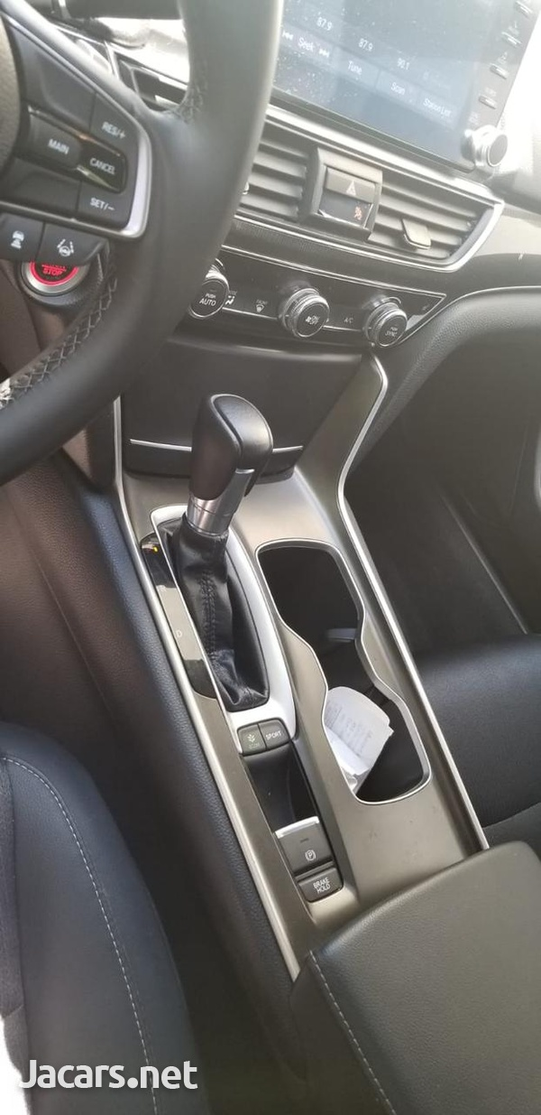 Honda Accord 2,0L 2018-4