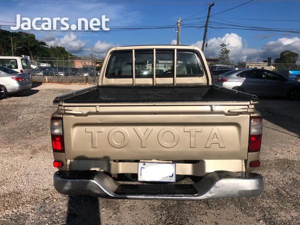 Toyota Hilux 2,8L 2005-3