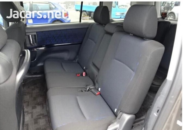 Toyota Isis 1,8L 2016-6
