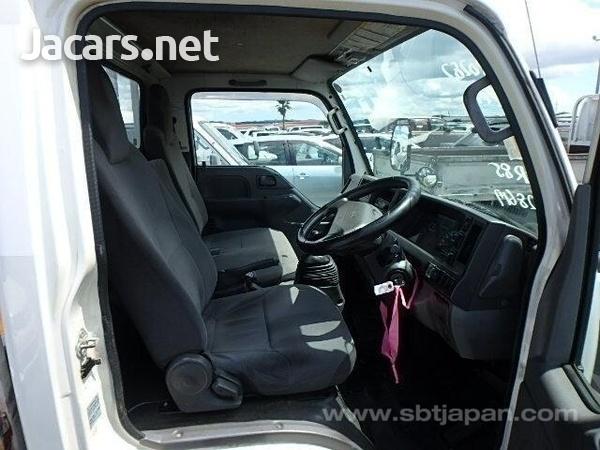 Isuzu Flat Body Truck 2013-7