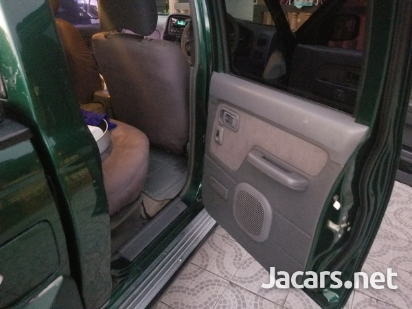 2004 Nissan Frontier-6
