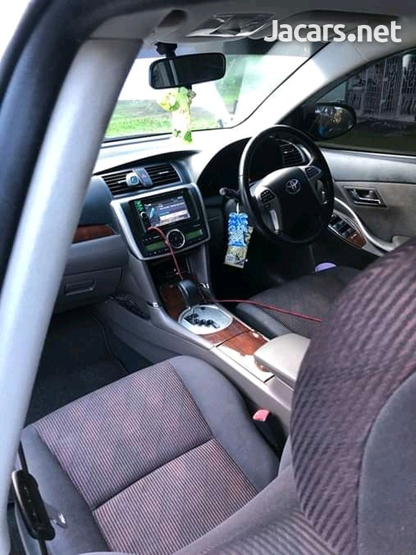 Toyota Premio 1,8L 2014-3