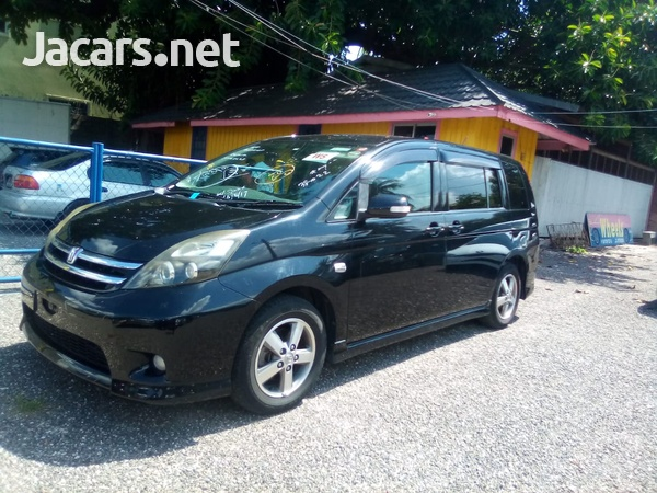 Toyota Isis 2,0L 2010-1