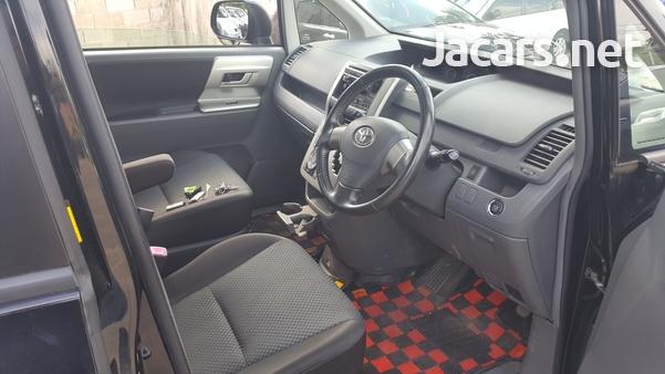 Toyota Noah 1,8L 2010-4