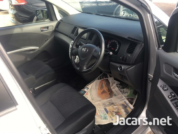 Toyota Isis 1,9L 2010-8