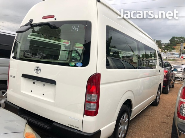 Toyota Hiace Bus 2015-5