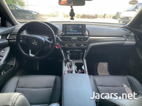Honda Accord 1,8L 2020-7