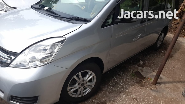 Toyota Isis 1,5L 2015-4