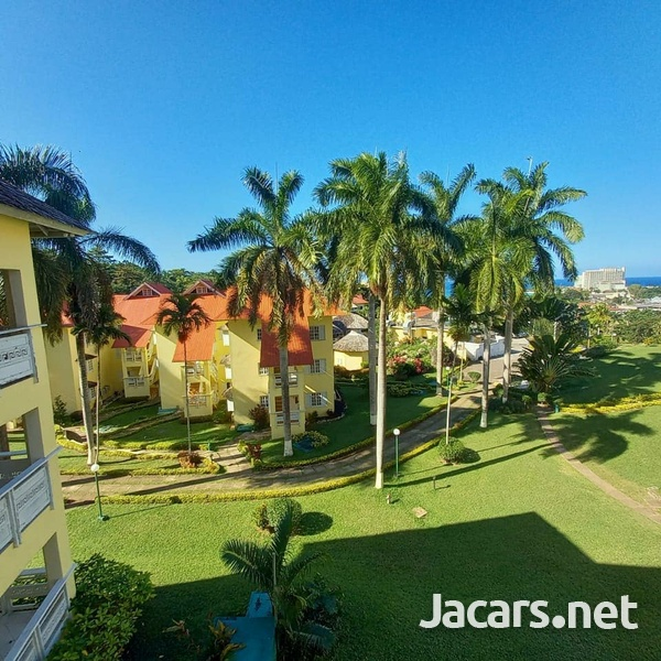2 Bedroom 2 Bathroom Apartment in Ocho Rios with pool access and 24 hrs security-15