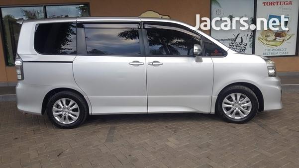 Toyota Voxy 2,0L 2010-14