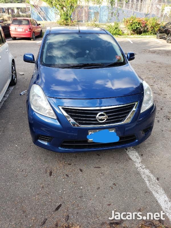 Nissan Versa 1,5L 2013-1