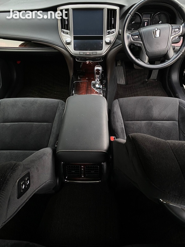 Toyota Crown 2,5L 2016-4